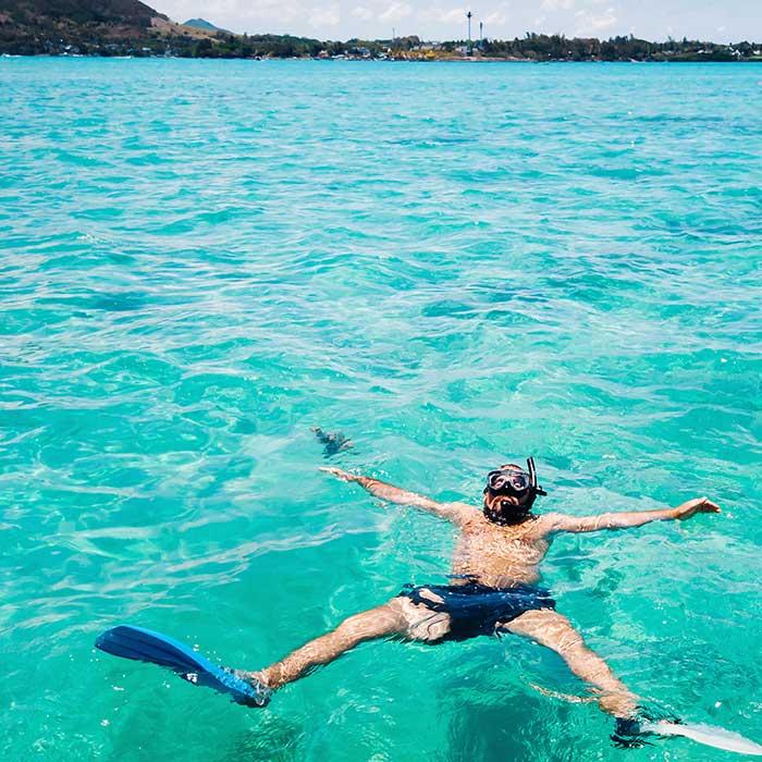 dream-dolphin-lagon-touriste-nager-mauritius